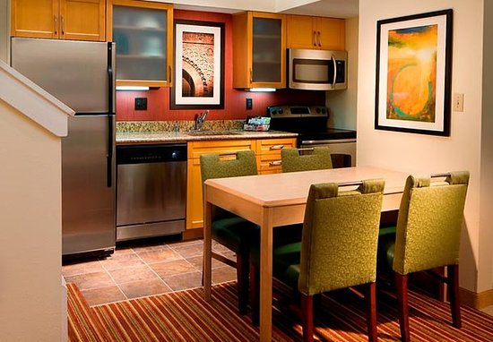 Residence Inn St. Petersburg Clearwater: Suite Kitchen