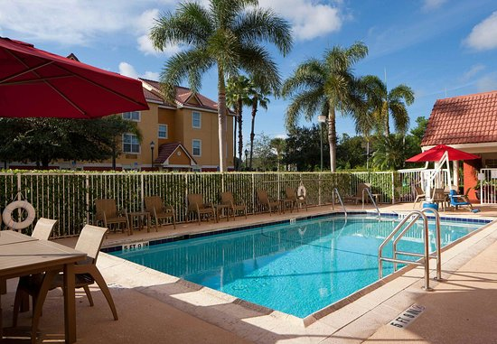 TownePlace Suites Fort Lauderdale West: Outdoor Pool