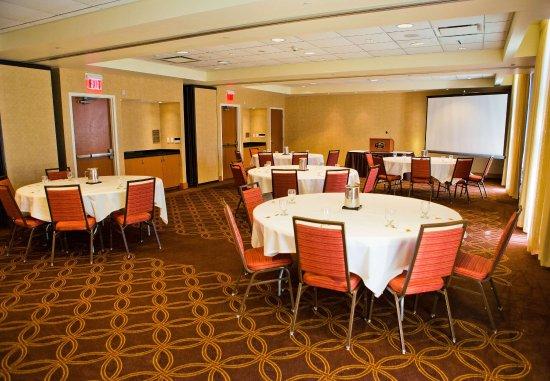 Courtyard Springfield Downtown: James DeMint Meeting Room   Banquet Setup
