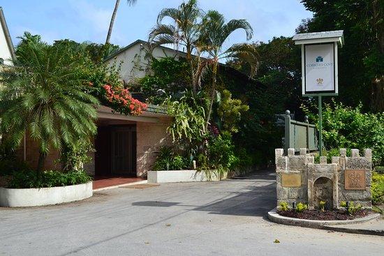 Cobblers Cove: Entrance