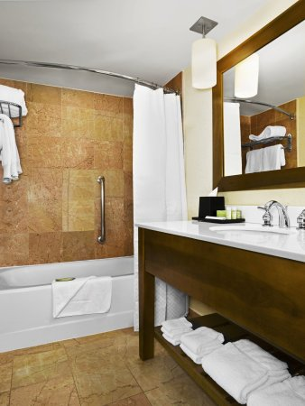 The Westin Grand Cayman Seven Mile Beach Resort & Spa: Bathroom