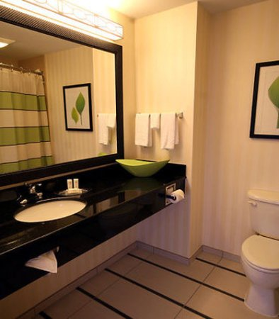 White River Junction, VT: Guest Bathroom
