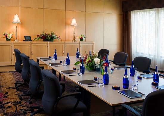 Plymouth, MN: Two Private Boardrooms with Concierge Services