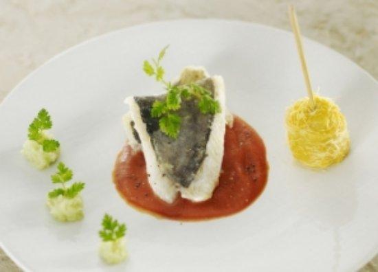 Clos Castell: les accords mets et vins ....La fraîcheur du Collioure blanc Expression  avec vôtre assiette....