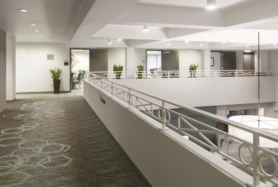 DoubleTree by Hilton Hotel Campbell - Pruneyard Plaza: Pre-Function Area