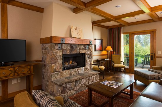 Sunriver Resort_Accommodations_River Lodge Sunriver Suite Fireplace2