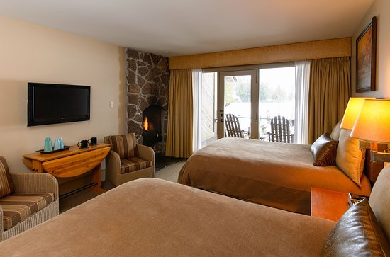Sunriver, Όρεγκον: Lodge-Village-2-Queens-Fireplace