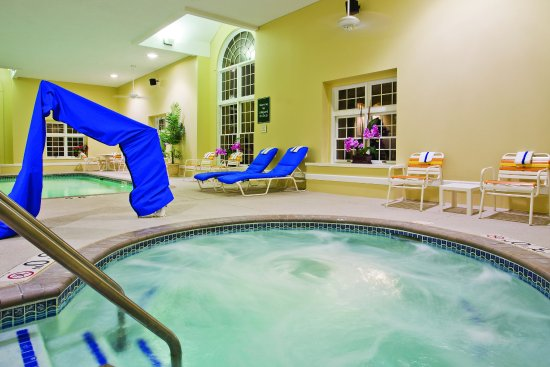 Delafield, WI: PoolView