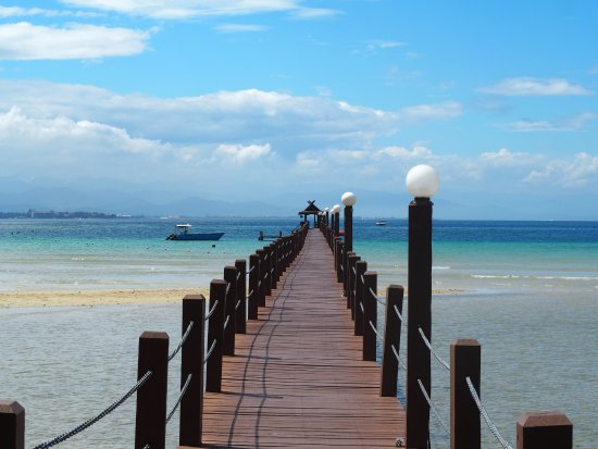 Tunku Abdul Rahman Marine Park: Walk from main jetty to Base Camp (3-4 hours return)