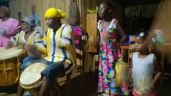 Warasa Garifuna Drum School: Drumming performance