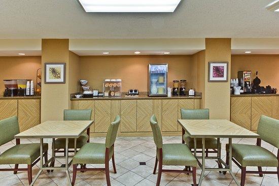 La Quinta Inn Tampa Near Busch Gardens: Breakfast Area