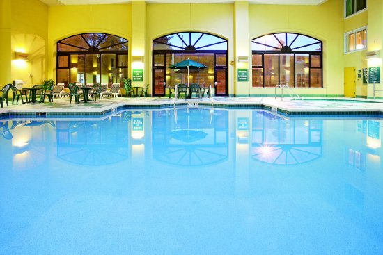 Glendale, WI: PoolView