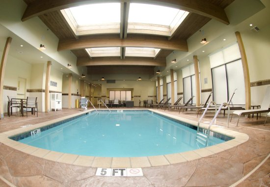 Courtyard Waterbury Downtown: Indoor Pool