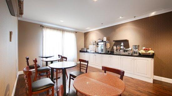 BEST WESTERN Palm Garden Inn: Breakfast Room