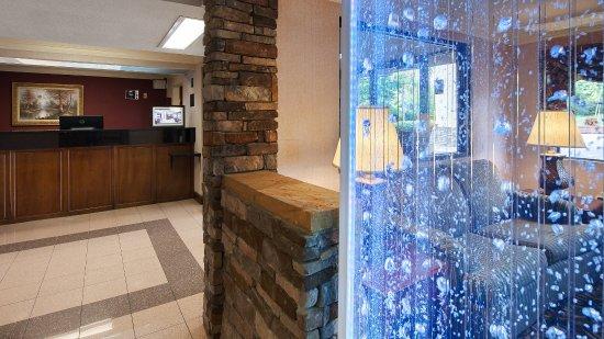 Best Western Inn & Suites of Macon: Lobby area