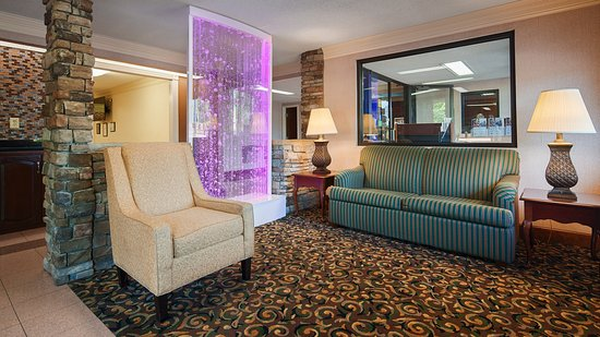 Best Western Inn & Suites of Macon : Lobby