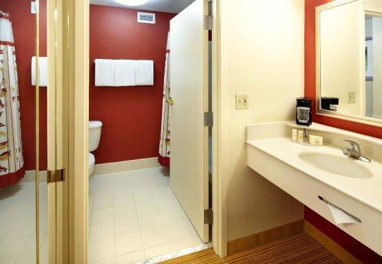 Newark, Ohio: Guest Bathroom