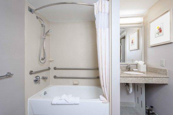 Ιντιπέντενς, Μιζούρι: King Accessible Bathroom
