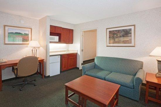 La Quinta Inn & Suites Overland Park