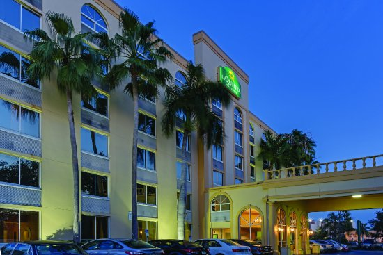 La Quinta Inn & Suites West Palm Beach Airport: ExteriorView