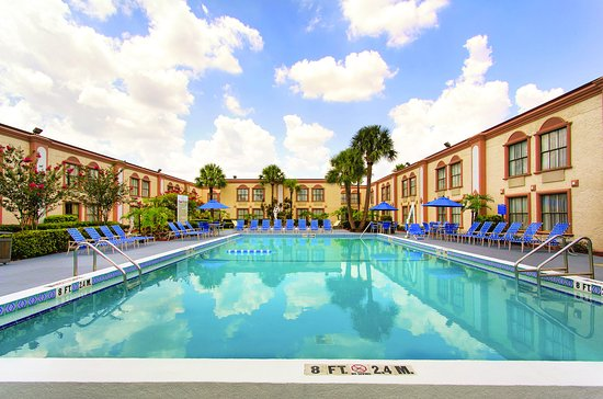 La Quinta Inn Orlando International Drive North: PoolView