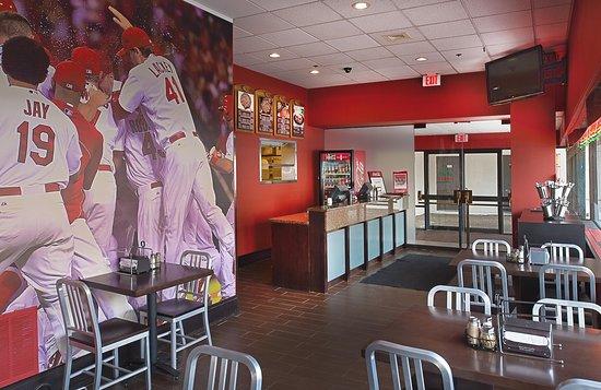 هيلتون سانت لويس آت ذا بولبارك: Imo's Pizzeria