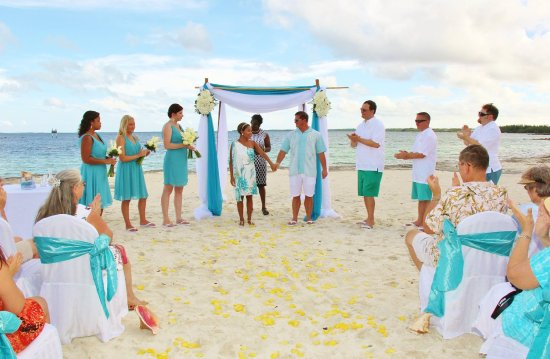 Marsh Harbour, Great Abaco Island: Beach Wedding