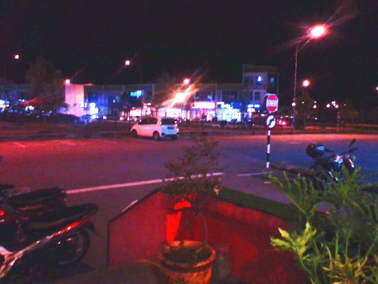 Negeri Sembilan, Malasia: nightime view from outside seating area