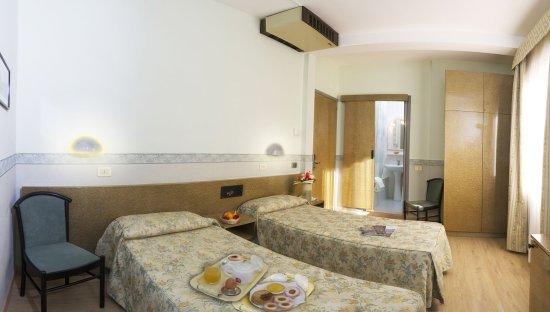 Hotel Garibaldi: twin beds room