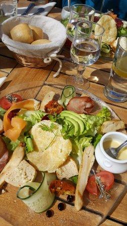 Cafe du midi : Salade Marius et petits pains chauds !!