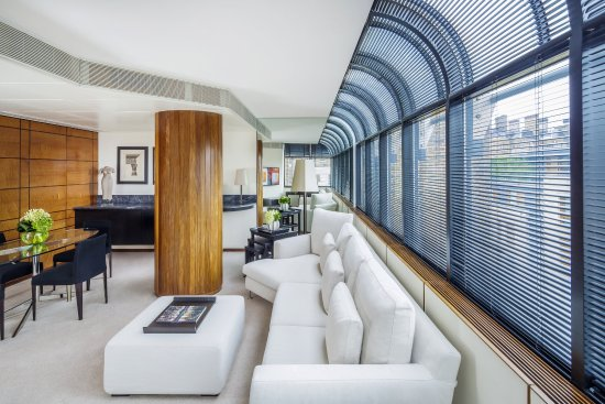 COMO The Halkin: COMO Suite Lounge