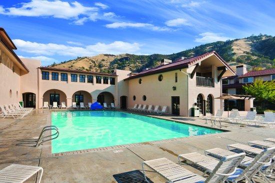 Nice, CA: Clear Lake Pool