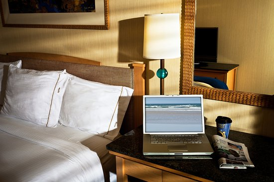 Seaside, CA: Enjoy our spacious guest rooms with free wireless Internet