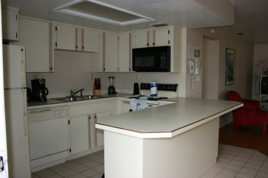 Florida Vacation Villas: Two Bedroom Condo Kitchen