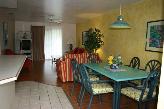 Florida Vacation Villas: Two Bedroom Condo Dining Room