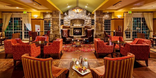 Chateau on the Lake Resort & Spa: Library Lounge