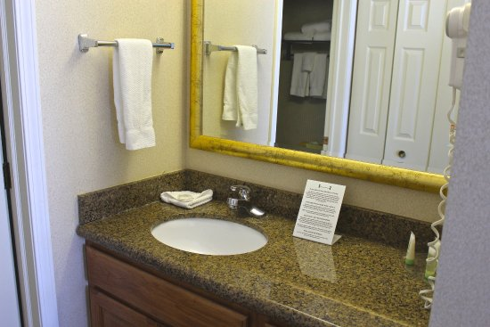 Staybridge Suites Grand Rapids/Kentwood: King Studio Extended Stay Guest Bathroom