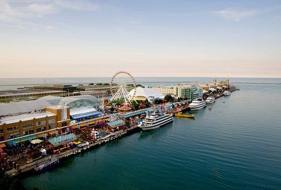 Crowne Plaza Chicago West Loop: Navy Pier located minutes from Crowne Plaza Chicago Metro Hotel