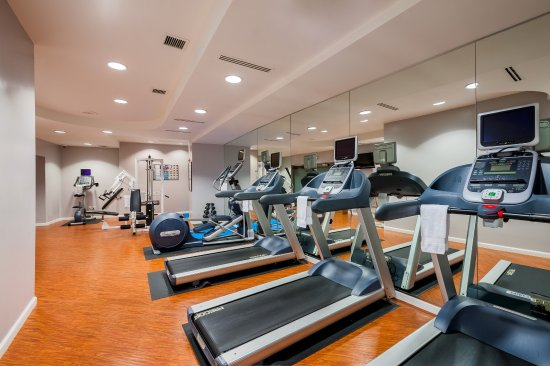 Crowne Plaza Los Angeles - Commerce Casino: Enjoy a vigorous workout in our fully equipped fitness center