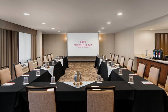 Lake Oswego, OR: Executive Conference Room fits 20 people comfortably