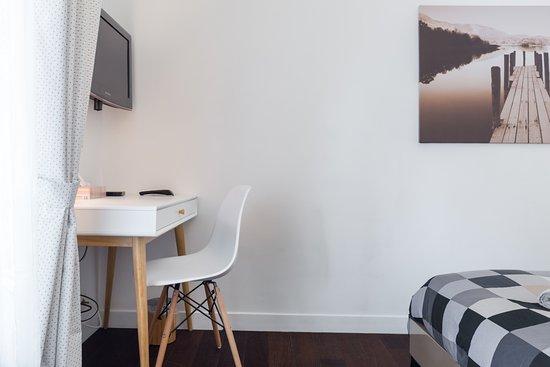 Chambre Room Jean Dujardin Bureau Tv Et Apple Tv Avec
