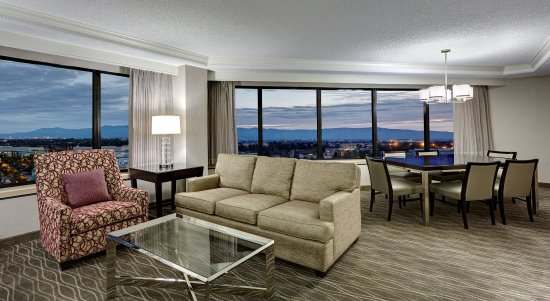 Milpitas, CA: Presidential Suite, Living Space