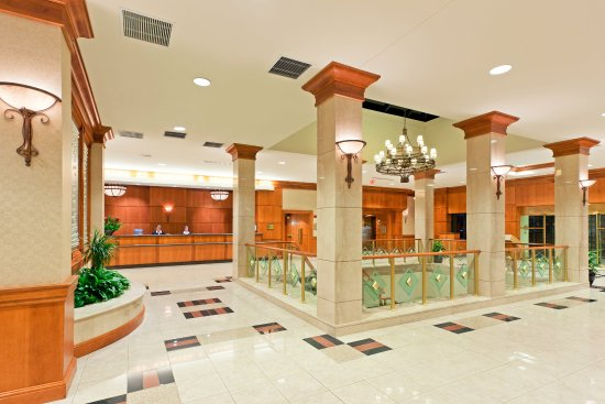 Crowne Plaza Hotel Philadelphia - King of Prussia : Inviting Hotel Lobby