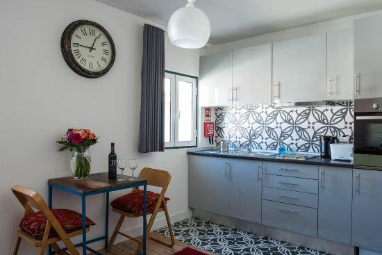 Casa do Patio by Shiadu: Alenquer Apartment kitchen