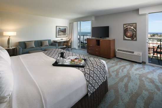 Crowne Plaza Ventura Beach - Executive King Suite