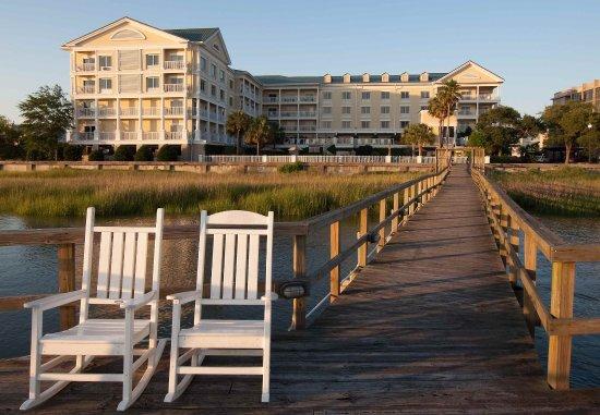 Courtyard Charleston Waterfront: Exterior