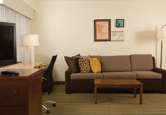 Residence Inn Orlando Convention Center: One- & Two-Bedroom Suite   Sitting Area