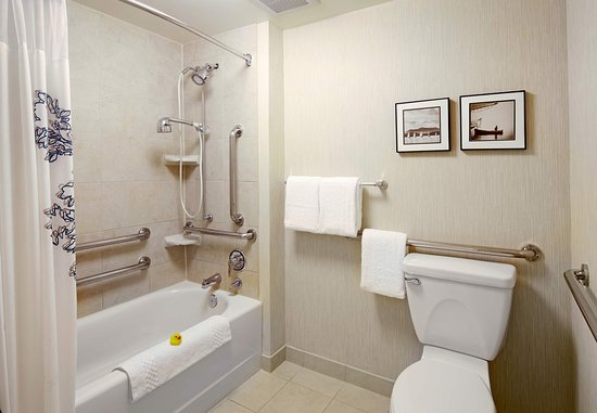East Rutherford, NJ: Accessible Suite Bathroom