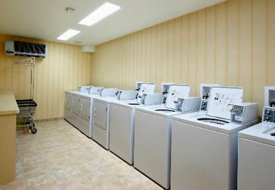 East Rutherford, NJ: Guest Laundry