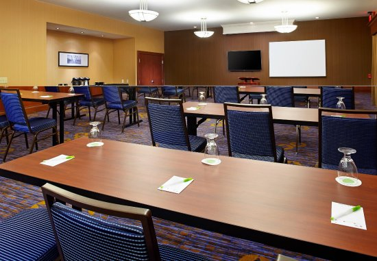 Greensburg, PA: Meeting Room - Classroom Setup